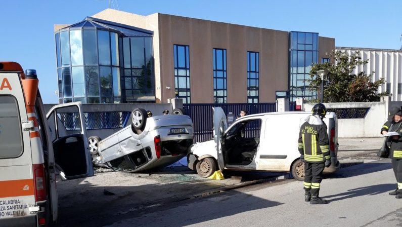 Corre a soccorrere un'auto in panne ma ha un incidenteTragedia nel Vibonese, morto un 66enne