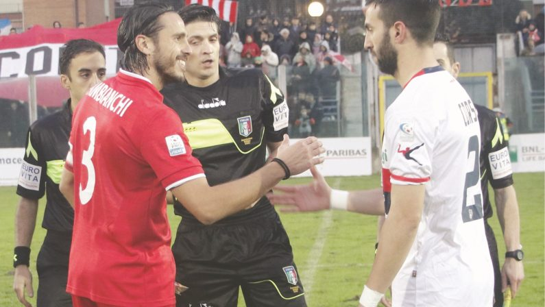 Rende-Cosenza finisce 0-0: freddo e maltempo condizionano il derby, non la passione dei tifosi