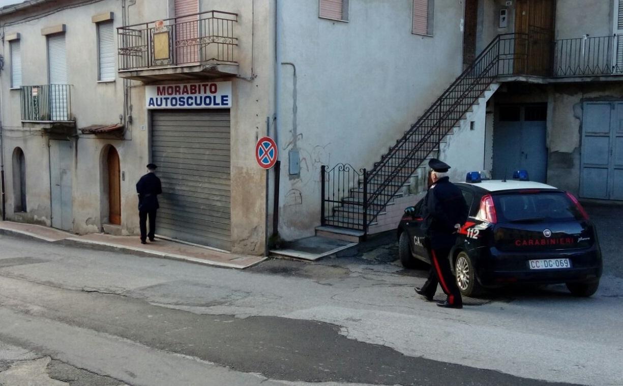 Intimidazione nella notte ad Acquaro nel ViboneseColpo di fucile a pallettoni sparato contro Autoscuola