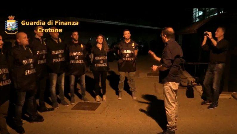 Facevano fallire le società a Crotone per frodare lo StatoTredici arresti, un irreperibile e sequestri per 1,5 milioni