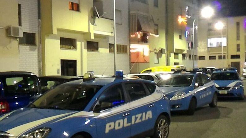 Accoltella un uomo in piazza nel Cosentino e poi si chiude in casa, arrestato dopo una trattativa