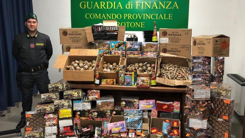 Oltre quattro quintali di botti illegali sequestrati dalla Guardia di Finanza a Crotone tra magazzini e bancarelle
