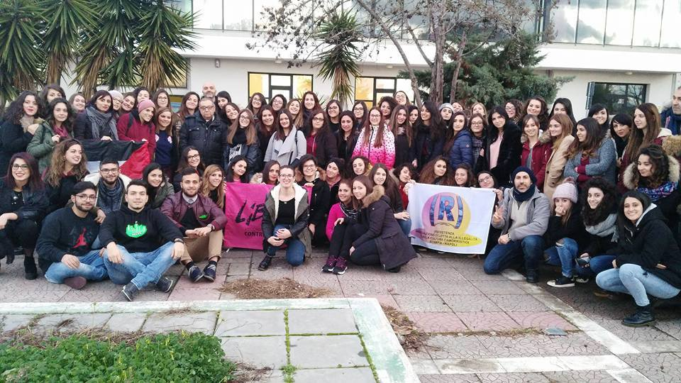 L'impegno di don Demasi con gli studenti  «È l'ora di disobbedire al potere mafioso»