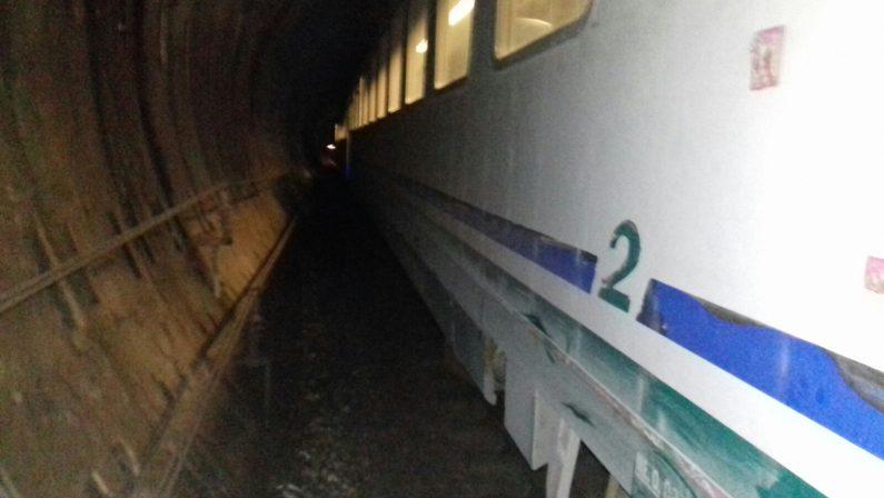 VIDEO - Deraglio treno tra Cosenza e PaolaL'intervento dei soccorsi: sono 11 i feriti