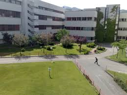 Tragedia all'Università di Fisciano: 21enne litiga con la fidanzata e si lancia nel vuoto
