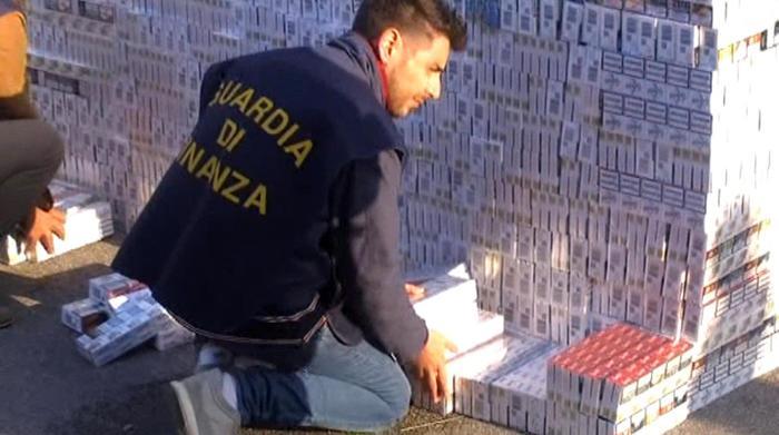 Contrabbando di sigarette nel napoletano: 14 arresti
