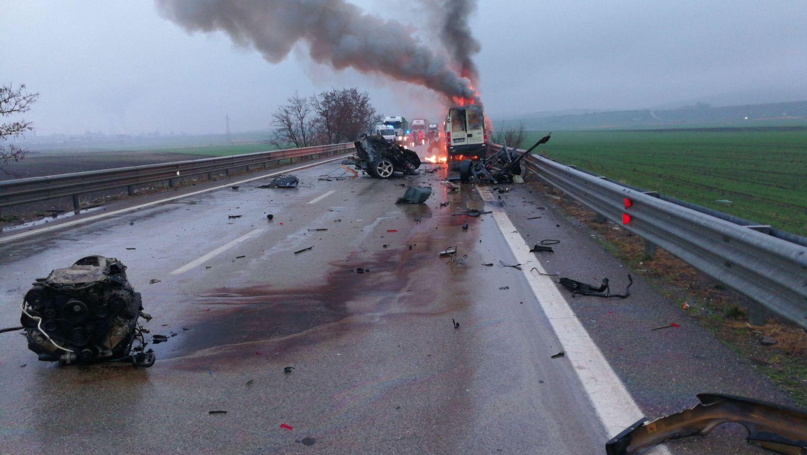 VIDEO - Incidente mortale questa mattina a Melfi: tre vittime nello scontro tra un'auto e un furgone