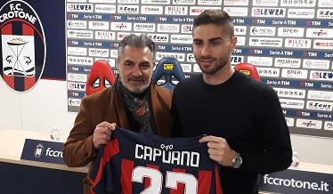 Crotone, presentato il difensore Capuano: «Qui per la salvezza». In arrivo altri due rinforzi
