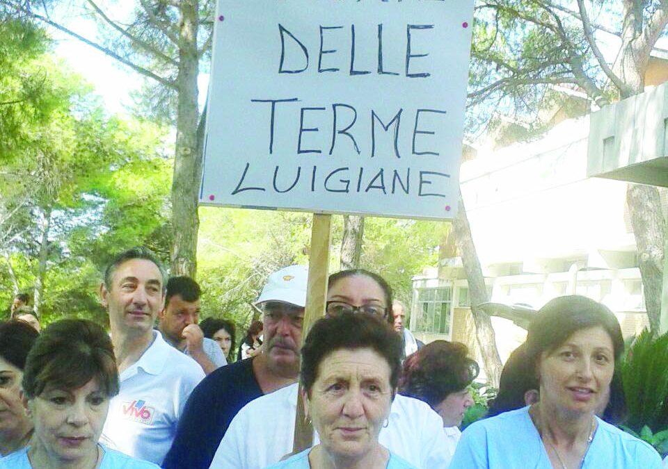 Una protesta dei lavoratori delle Terme luigiane