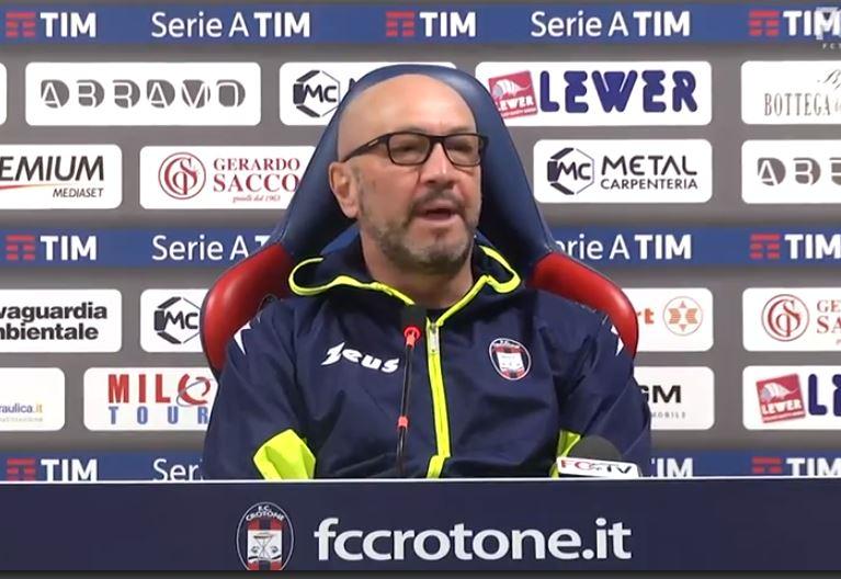 Serie A, il pari interno del Crotone col Cagliari non va giù a Zenga: «Sul gol annullato confusi i colori delle maglie?». Var sotto accusa