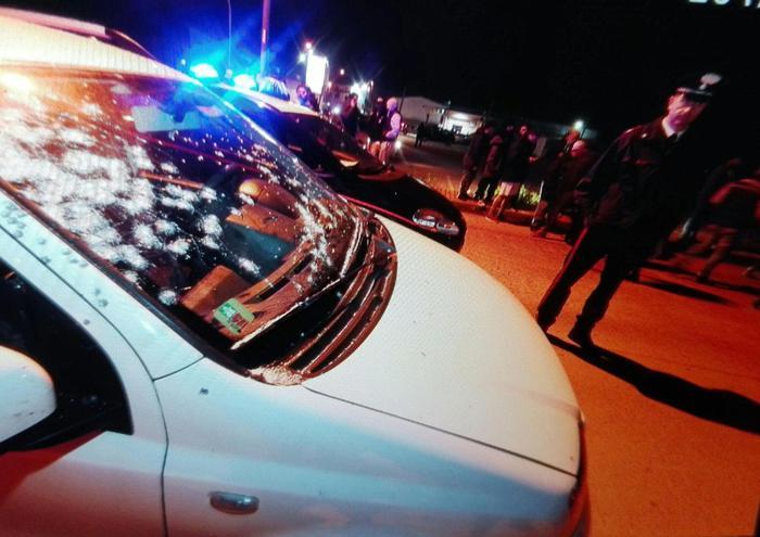 Terrore nel casertano: uccide la moglie e poi spara dal balcone: 5 feriti, poi si suicida