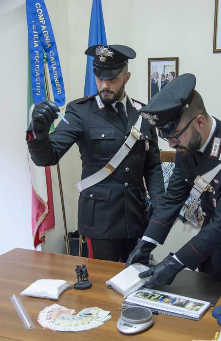 Avevano un chilo di cocaina in macchina: arrestati nel Crotonese