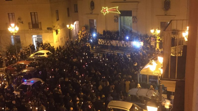 Omicidio 18enne, Crotone in strada contro la violenza  In migliaia con la madre: «Giuseppe non è morto»