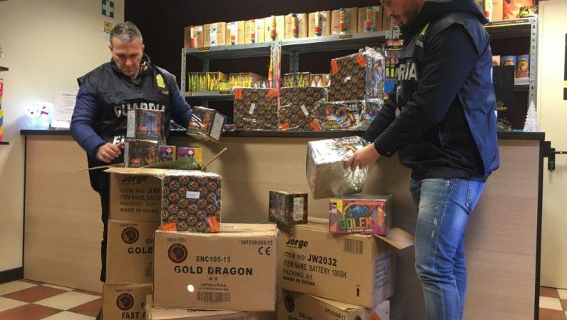 Maxi sequestro di fuochi pirotecnici nel CosentinoMateriale era ammassato in depositi e automezzi