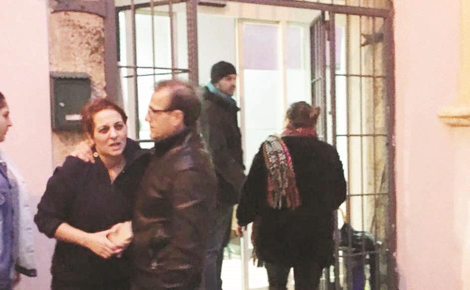 Catia Villirillo davanti all'associazione luogo dell'omicidio di Giuseppe Parretta