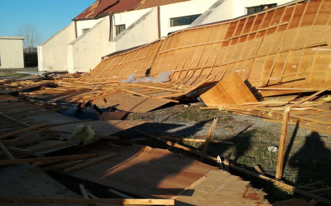 Il palasport di Botricello danneggiato dal vento