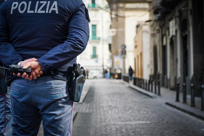 Tormentava una donna con messaggi, arrestatoInviava anche video di uomini scuoiati vivi