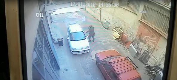 Il vento sradica un tetto, uomo salvo per miracolo nel Crotonese