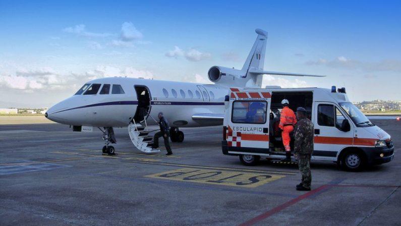 Neonato in pericolo di vita a Reggio CalabriaTrasferito dall'Aeronautica a Genova, plauso di Marziale