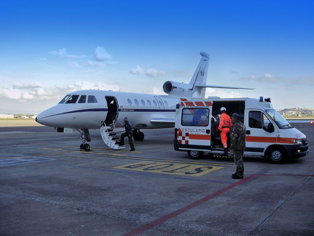 Grave neonato a Reggio, interviene l'AeronauticaIl piccolo è stato trasportato d'urgenza a Firenze