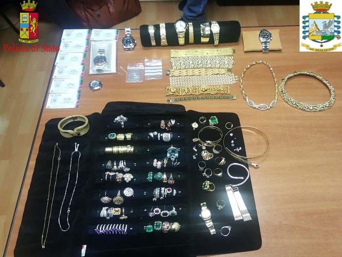 Valigia piena di gioielli, denunciato un uomo a ReggioE' stato fermato prima di imbarcarsi su un aereo