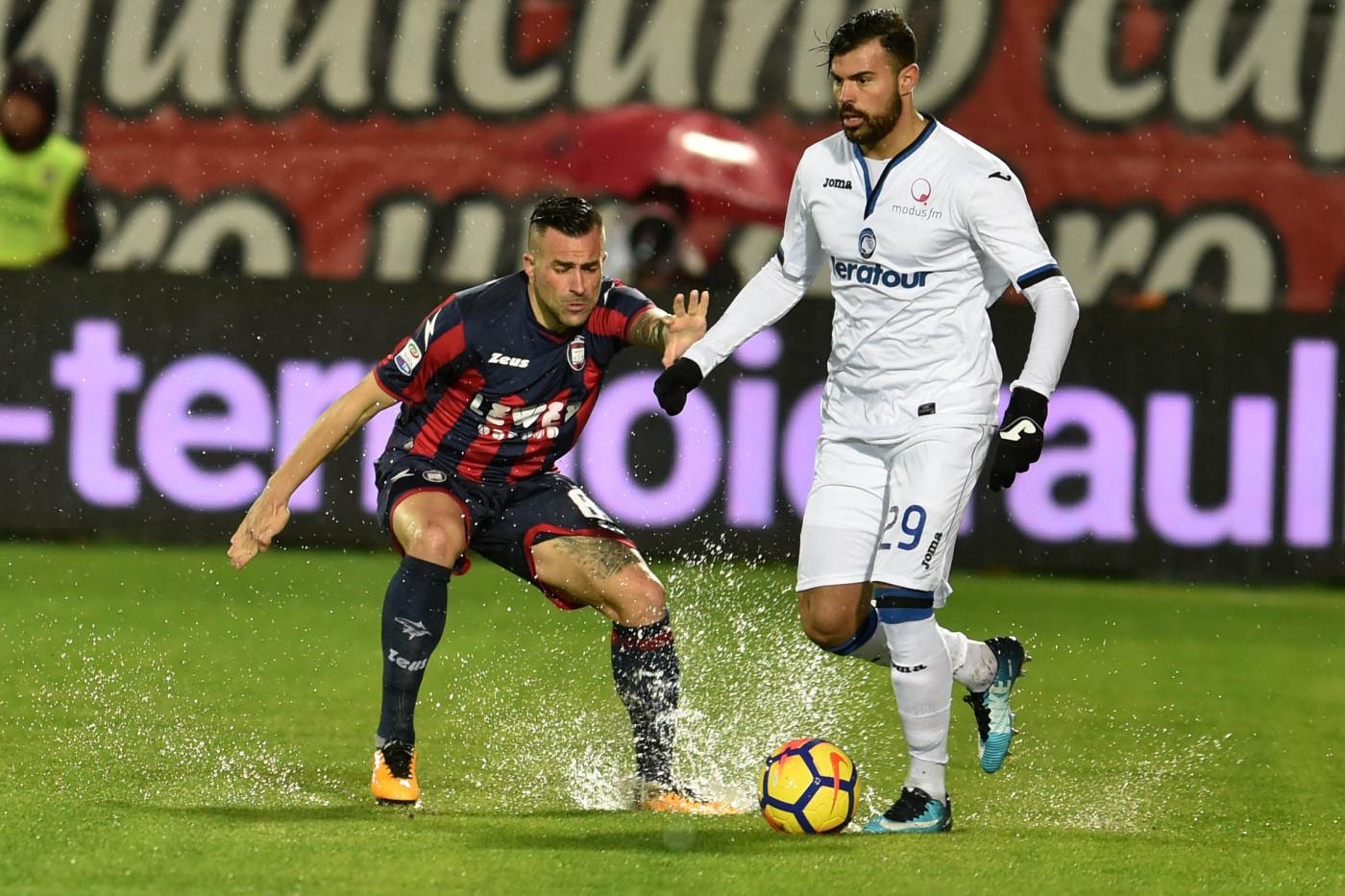 Palomino risponde a Mandragora: finisce 1-1 tra Crotone e Atalanta