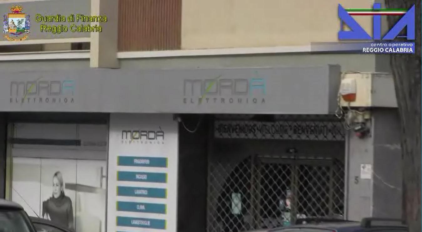 VIDEO - Operazione Martingala, decine di arrestiSequestri in tutta Italia, le immagini della Finanza