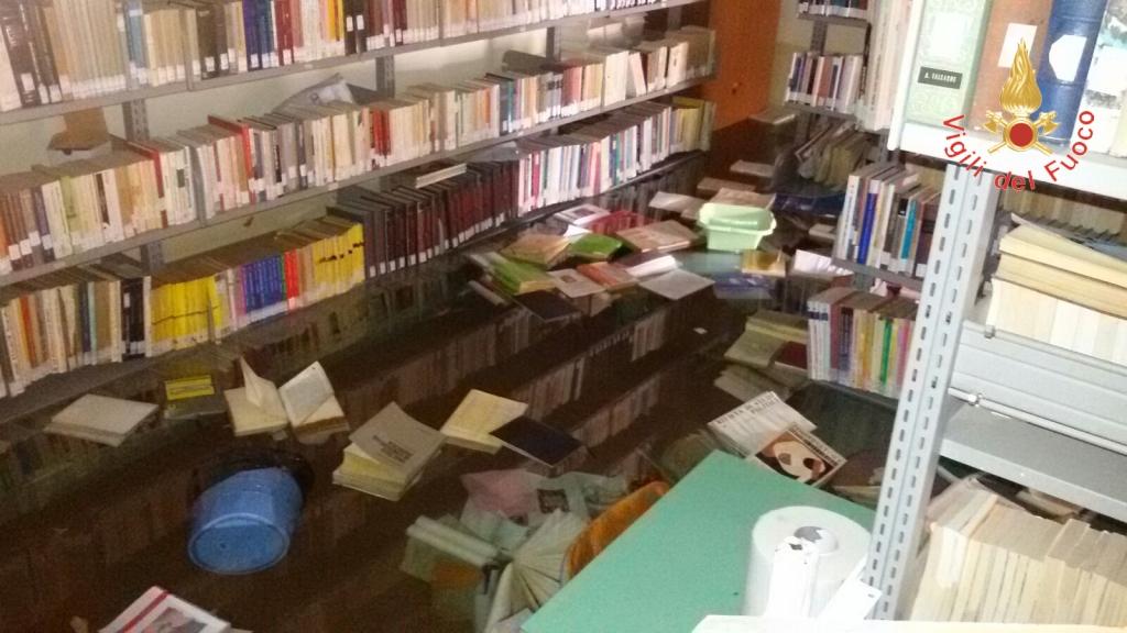 Allagamento in biblioteca e auditorium a CatanzaroDanni ingenti per libri e attrezzature per un guasto