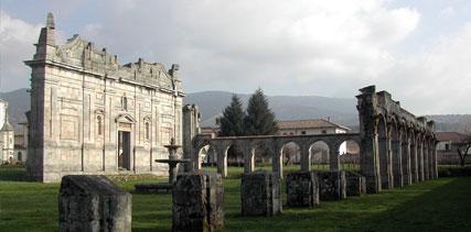 Maltempo a Serra San Bruno, cade un albero e danneggia il tetto della Certosa