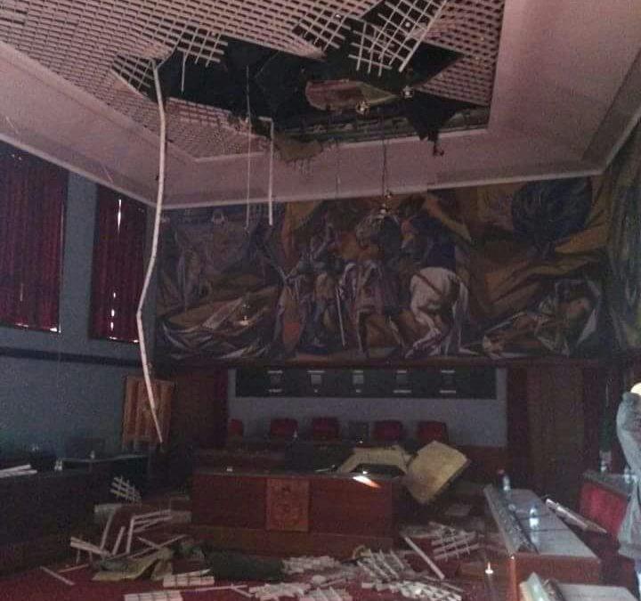 Crolla il soffitto della sala consiliare del Comune di Catanzaro: la causa sarebbe da collegare ad alcune infiltrazioni
