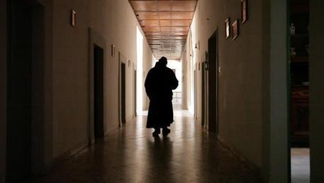 Esorcismi e violenza, arrestato sacerdote