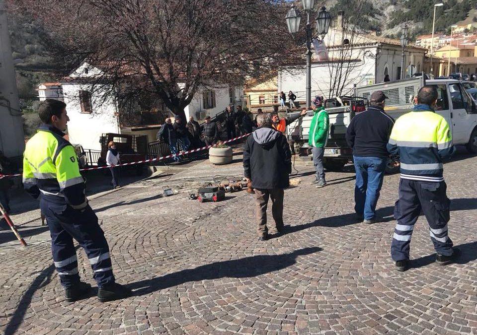 Frana nel centro storico, allarme nel Cosentino  Lesione ad una casa, minacciato il castello di Oriolo