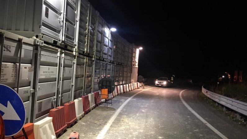 Riaperta la statale 107 dopo la frana vicino PaolaSenso unico alternato per procedere con i lavori