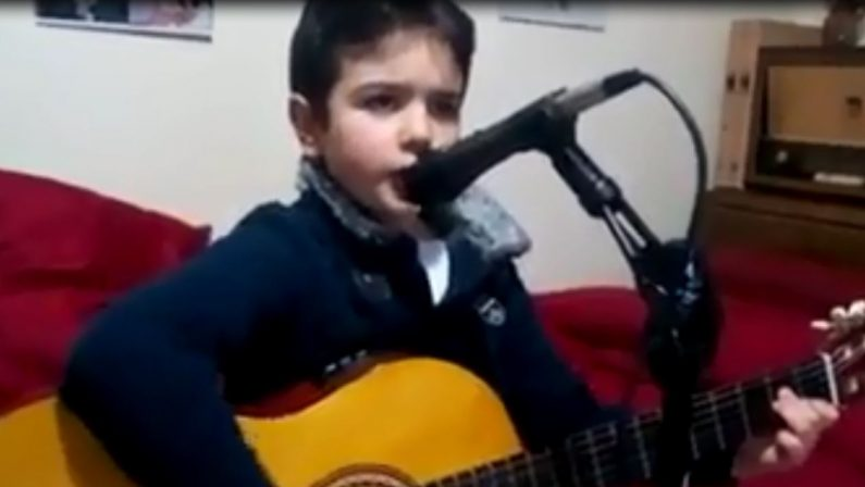 Il piccolo Giuseppe conquista Ermal Meta  Dal Catanzarese al palco del forum di Assago – VIDEO