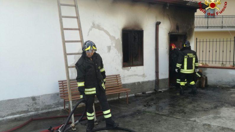 Tragedia nel Catanzarese, incendio in una casaDonna muore carbonizzata davanti al camino