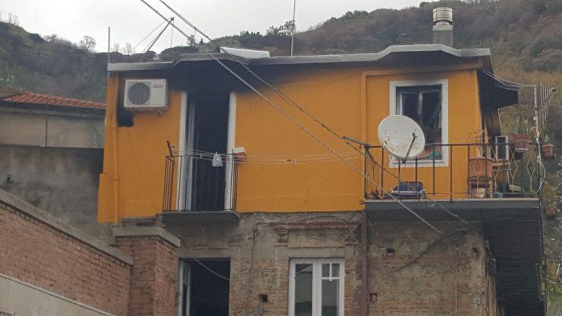 Tragedia sfiorata nel Vibonese, abitazione in fiammeSalvati due anziani che si trovavano nello stabile
