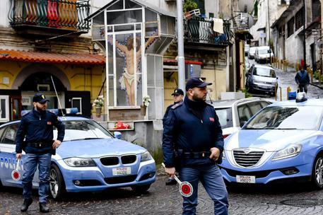 Tentativo rapina, giovane ferito a Napoli