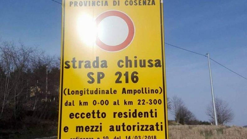 Strada in dissesto, comunità isolate nel CosentinoL'unica via d'accesso è impercorribile e la Provincia la chiude