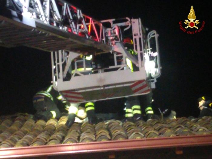 Incendio nella notte in provincia di CatanzaroDanneggiato un casolare in ristrutturazione ad Amato