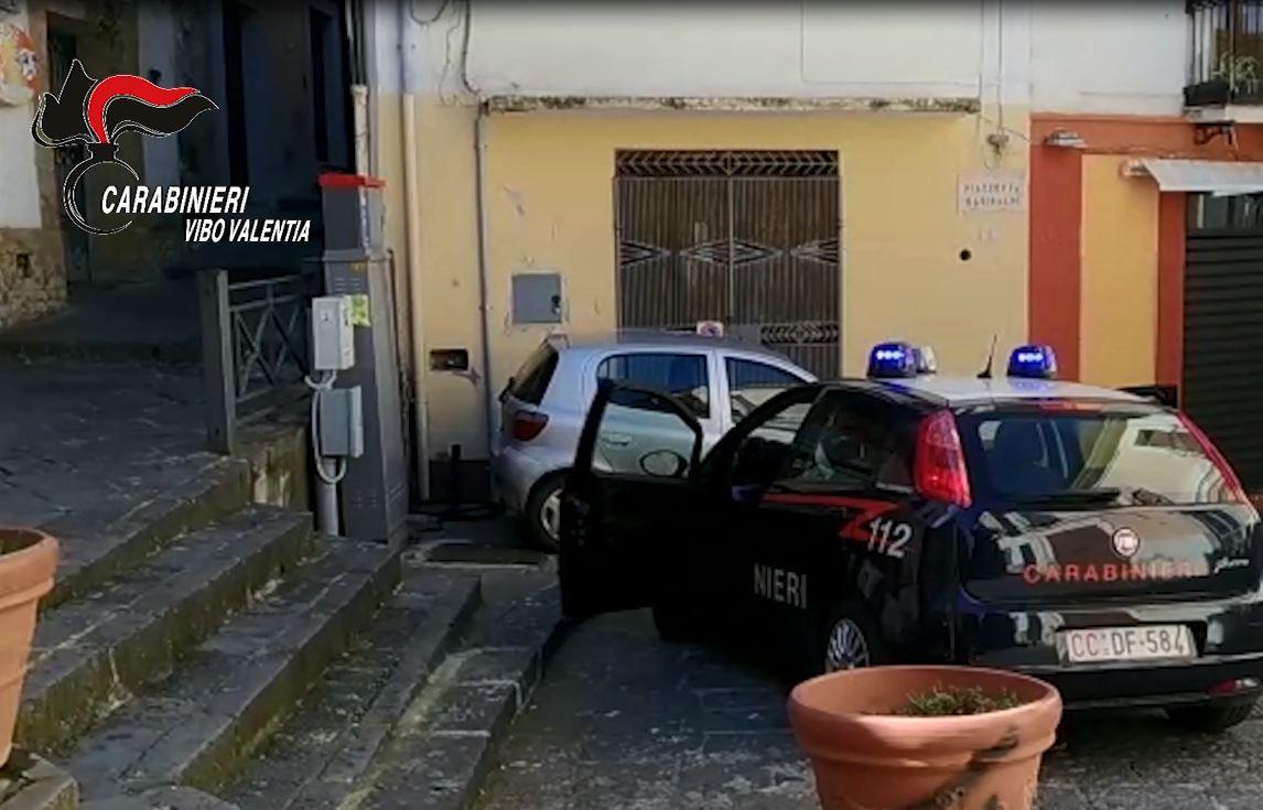 Evade dai domiciliari per portare a spasso il canePregiudicato vibonese arrestato dopo un inseguimento