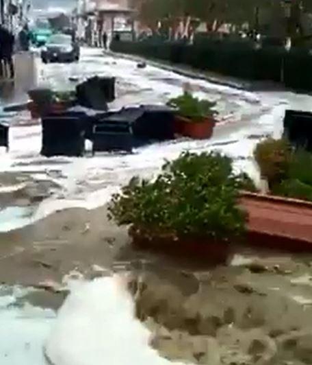 VIDEO - Maltempo sulla costa tirrenica della CalabriaDanni e allagamenti per le mareggiate a Cetraro