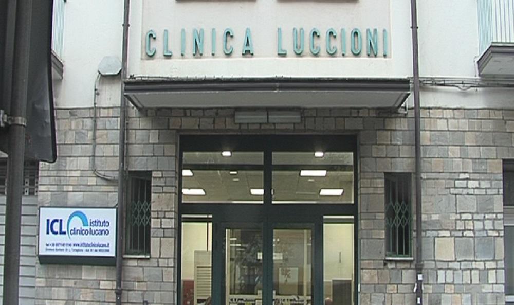 L'ingresso della clinica Luccioni a Potenza