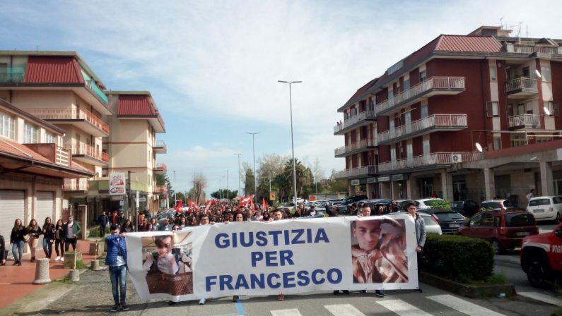 FOTO - Libera in piazza a Vibo contro la 'ndranghetaIn migliaia al corteo per le vittime innocenti di mafia