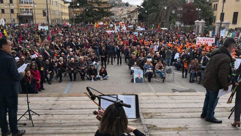 VIDEO - Libera in piazza contro la 'ndrangheta: la lettura dei nomi delle vittime di mafia