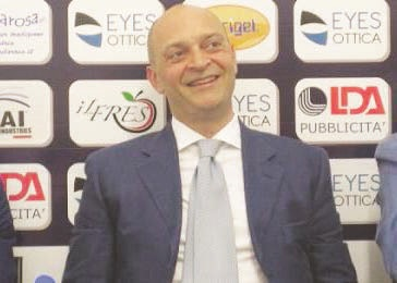 Calcio, terremoto per la crisi del CatanzaroSi dimettono Doronzo e Maglione. A rischio Dionigi