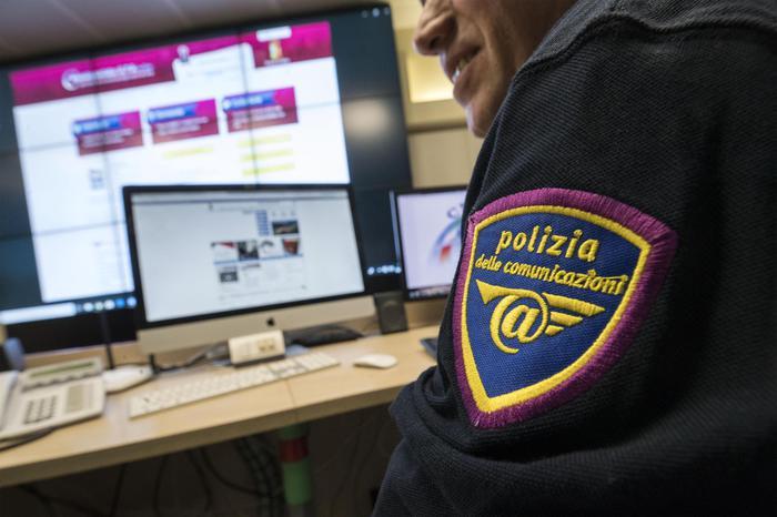 Cassaforte con 35 Rolex e 100mila euro a ReggioScoperta durante una indagine partita da Milano