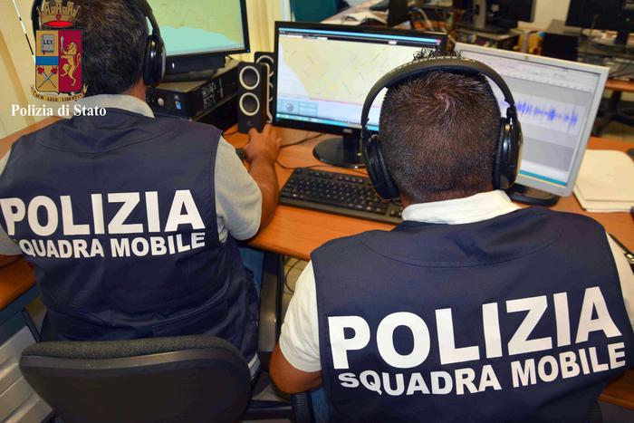 Estorceva denaro ai figli per comprare droga, arrestato un uomo di Crotone