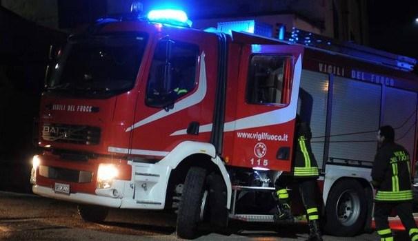 Scoppia un incendio nella discarica del quartiere Archi di Reggio Calabria