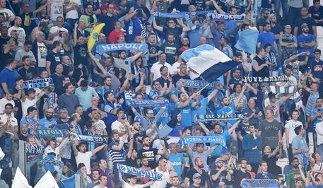 Napoli in partenza per Firenze, entusiasmo dei tifosi