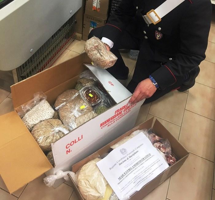 Napoli, alimenti privi di tracciabilità: sequestri per 100 Kg